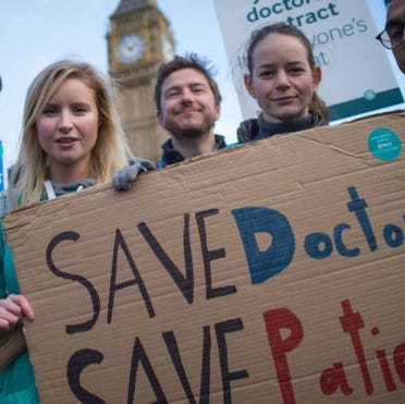 UK Junior Doctors Abandon Emergency Services In First All-Out Strike